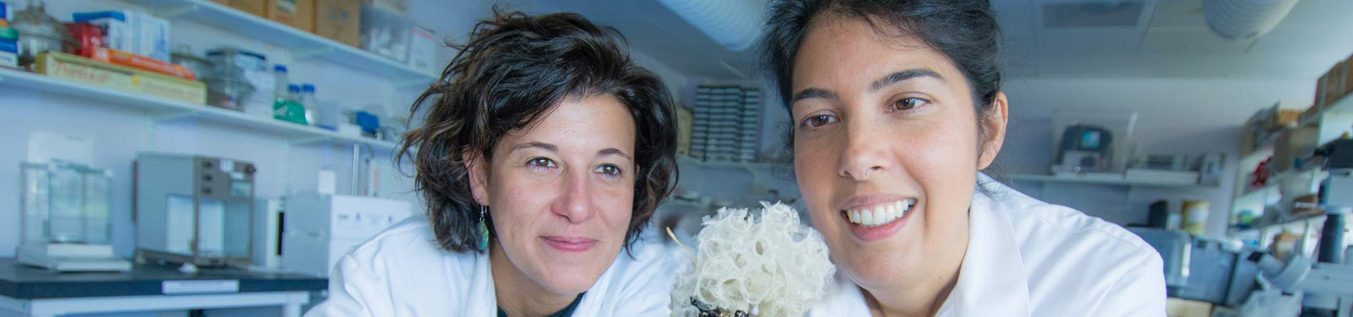 Deep-sea ecologist Dr Bhavani Narayanaswamy looks at cold-water corals with PostDoc Dr Natalia Serpetti.