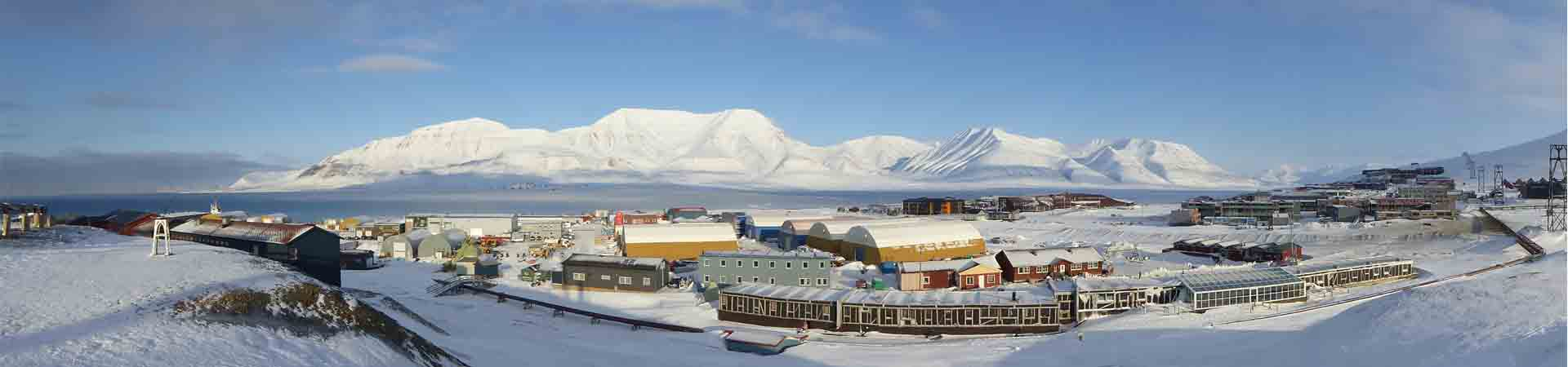 Photo of the Svalbard town of Longyearbyen where the students stay