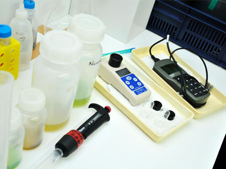 Basic analytical equipment is routinely available in the aquarium laboratory.