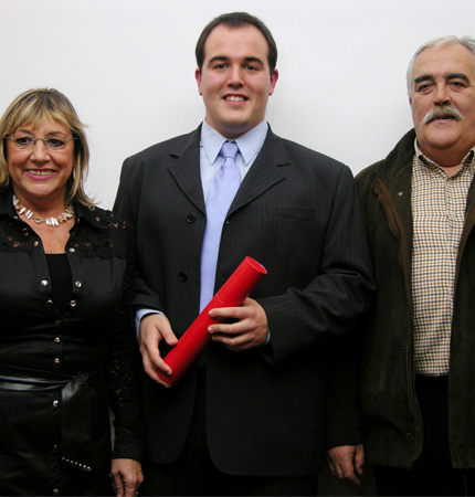 Ander during his graduation in 2007 with his parents