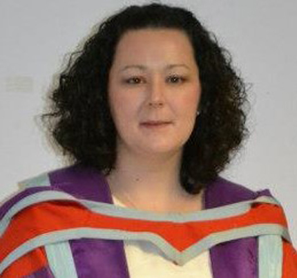 Photo of SAMS graduate Dr Tracy White who works as a microbiologist